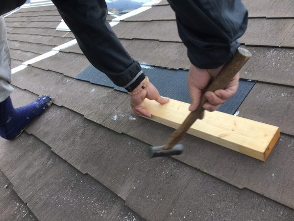 屋根カラーベスト破損部分補修もやらせて頂きます!